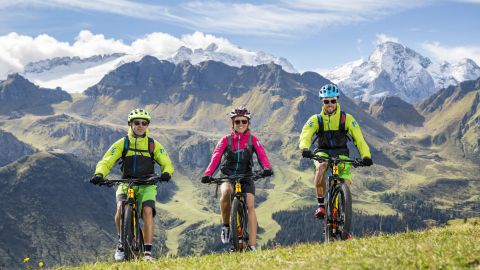 Immagine: Moto, bici e mountain bike